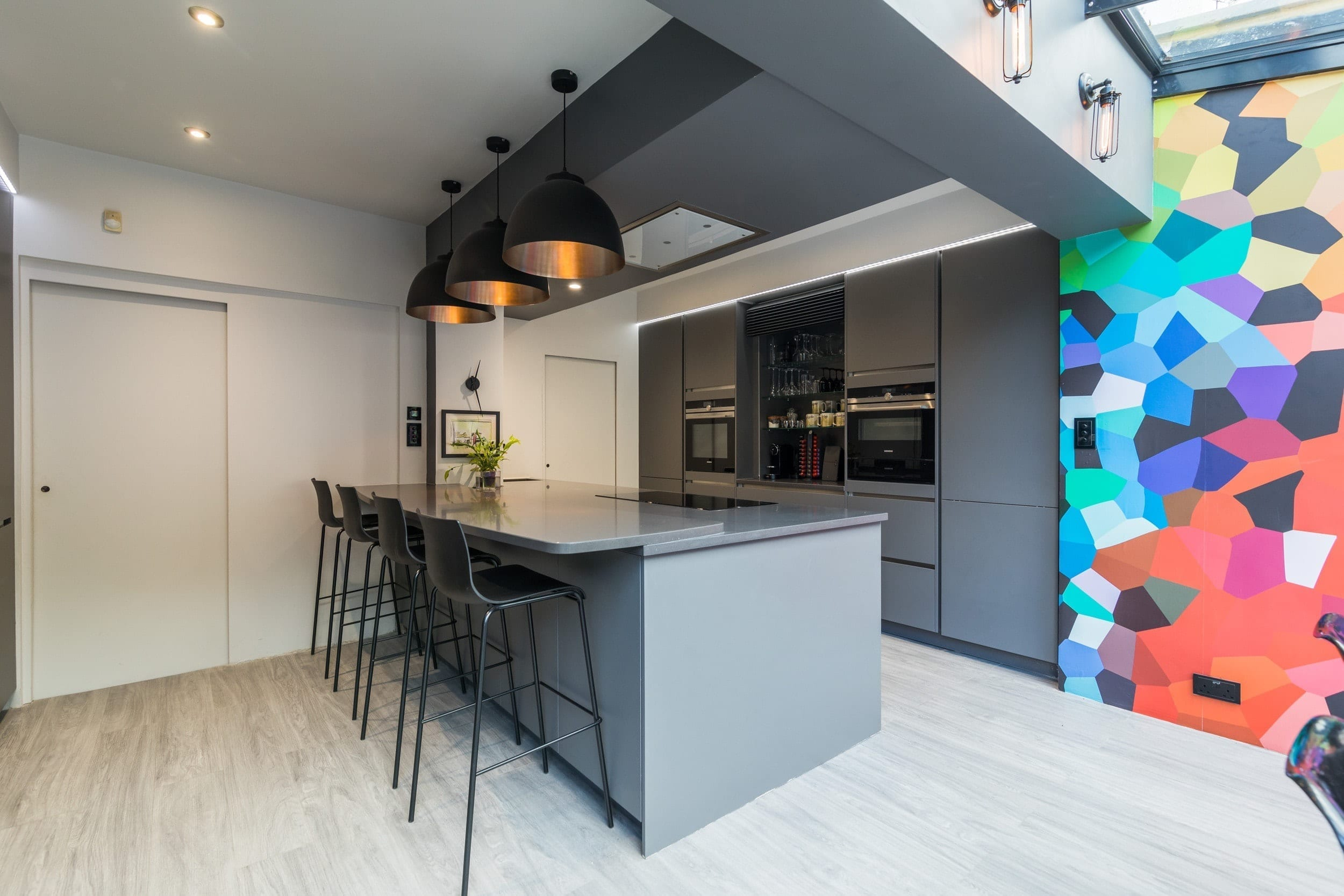 5 Handleless Grey Open Plan Kitchen | Alm Studios