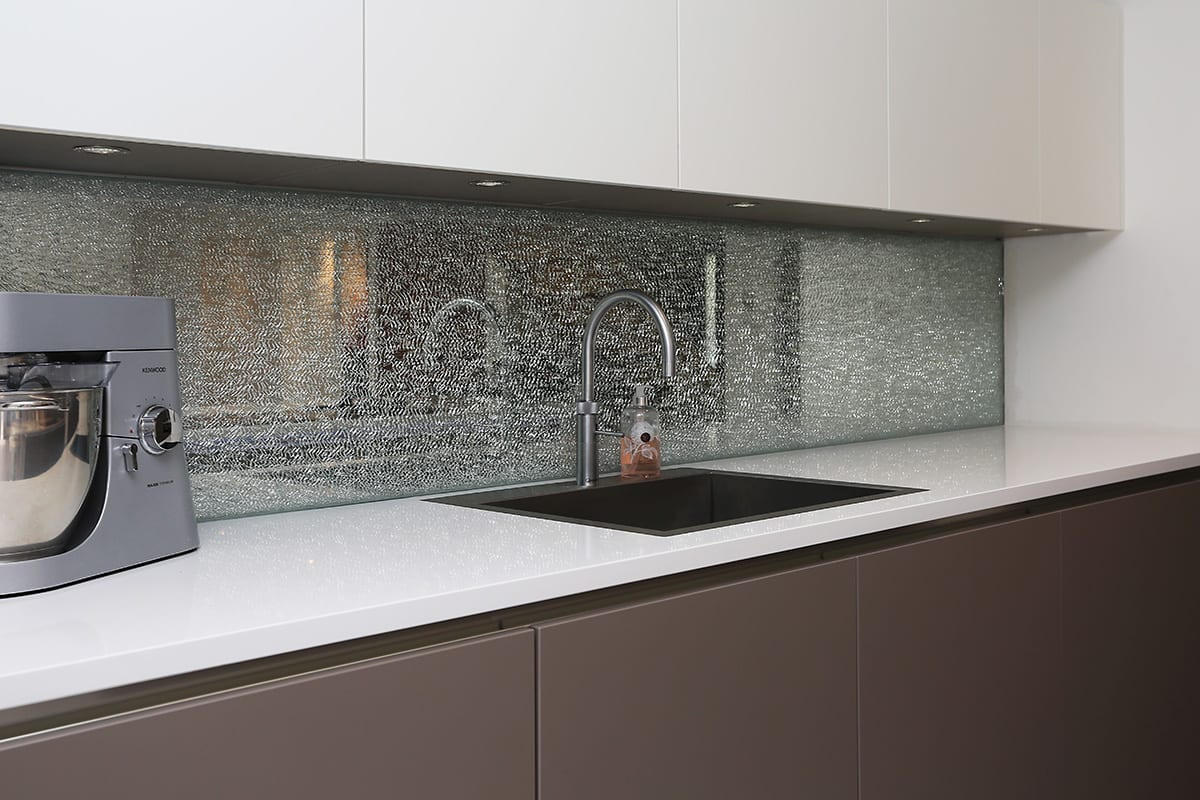 Cracked glass splashback - Hadley Kitchens, Leamington Spa